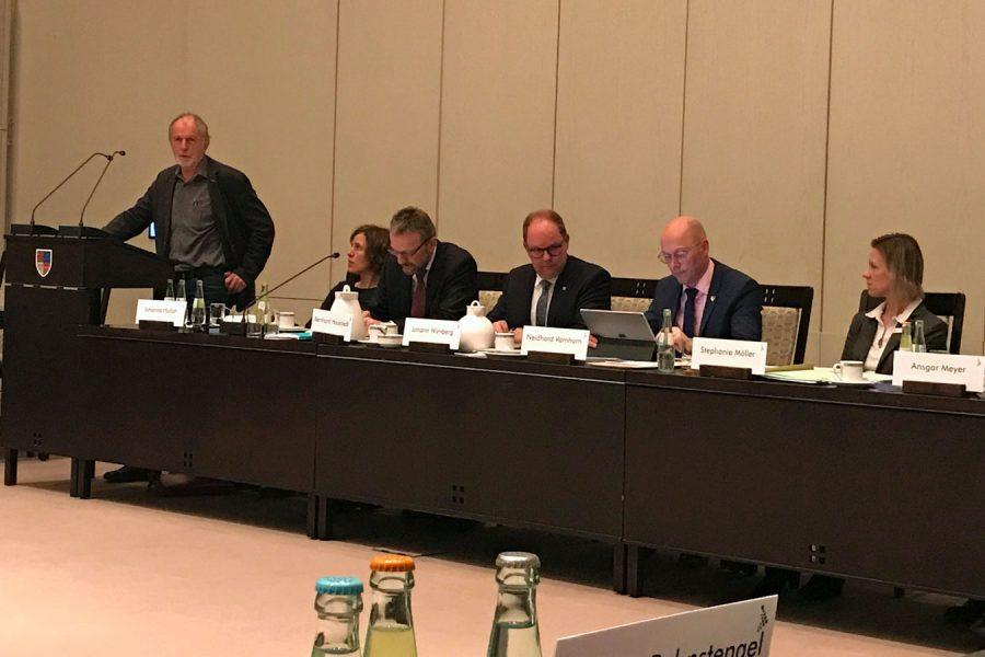Fraktionsvorsitzenden Hans Meyer während seiner Haushaltsrede