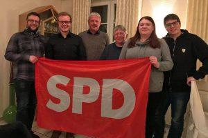 Mitglieder mit SPD-Fahne