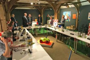 Beginn einer Sozialausschusssitzung in der Münchhausen-Scheune
