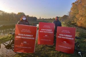 Drei Anti-Faschismus-Plakte und SPD-Mitglieder